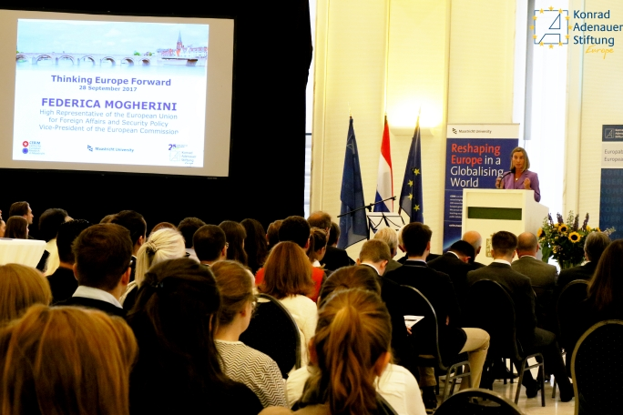 Picture of workshop with Federica Mogherini