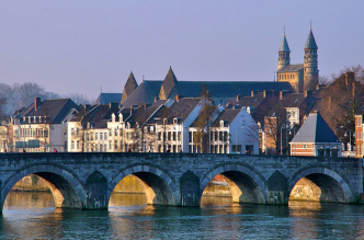 A picture of the bridge of Maastricht.